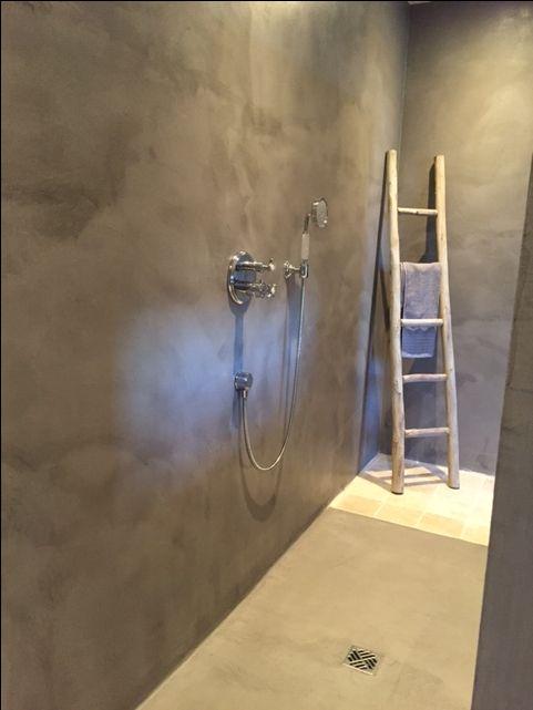 Badkamer in #VERBAU-betonstuc. Kleur #06 lichte rivierklei. #DIY #betonstuc #beal #DHZ