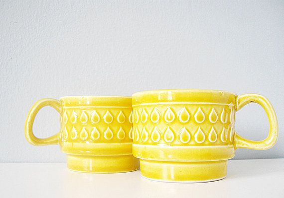 vintage cups stacking ceramic raindrop pattern - caramel yellow mugs with rain drops
