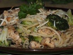 Makaron z kurczakiem i brokułem – szybko i smacznie :)