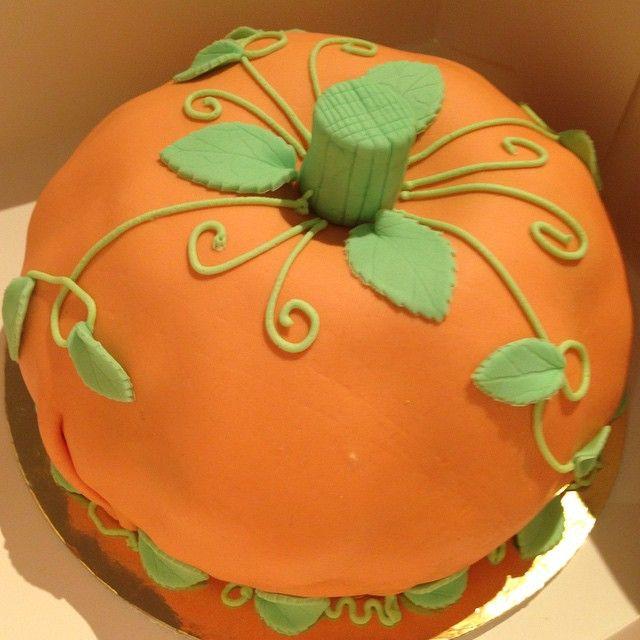 #cake #tårta #pumpkin #pumpa #thanksgiving #tacksägelsedagen #fall #höst #sockerpasta #blad #leaves #handmade #homemade #hembakat #göteborg #linné #gbgftw #dessert #wiltoncakes