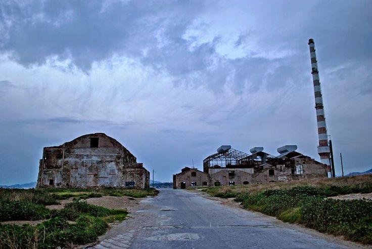 εν πλω σημειώσεις  φωτογραφίας : «στα ερείπια της Δραπετσώνας  », φωτογραφίες Μιχάλ...