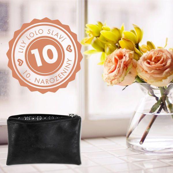 Dekorativní kosmetika Lily Lolo je na trhu už 10 let! V Česku je značka od roku 2010 a SlimFOX byl ve stejném roce první salon v ČR, který tuto značku nabízel. K výročí rozdáváme dárky, získejte kosmetickou taštičku! #SlimFOX #lilylolo #dekorativnikosmetika #makeup #brno #kosmetickysalon