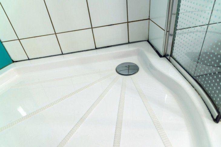 Pulire le guarnizioni annerite del Box doccia senza agenti chimici e detersivi