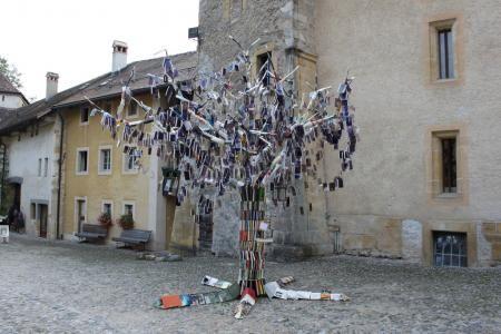 Insolite : après l'arbre à palabre, l'arbre à livres - Les univers du livre
