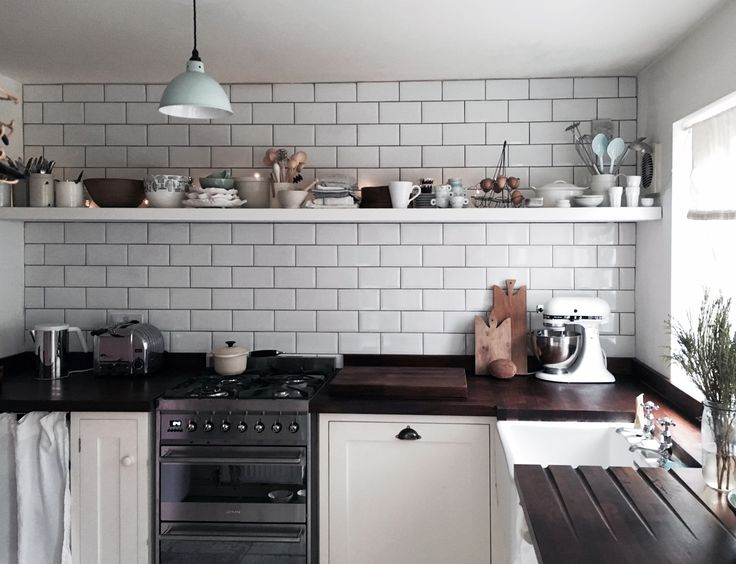 Another amazing kitchen sent to us by one of our customers; this shows that you really don't need to have a big kitchen to have a beautiful kitchen