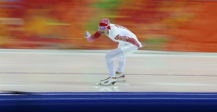 ezt választottam legújabb nap képének Szocsiból - egy magyar fotóstól  Téli olimpia témájú írások a blogomon -> http://blog.volgyiattila.hu/tag/olimpia-szocsi/ #fotó #sportfotó #sajtófotó #szocsi #sochi2014 #skating #speedskating   Az orosz Aleksandr Rumyanstsev versenyez a férfi 5000 méteres gyorskorcsolya versenyen. Fotó: Balogh László / Reuters