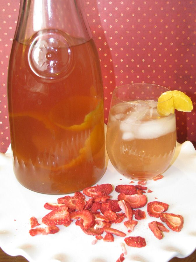Metabolism boosting DETOX water, made with strawberries and tangerine. Yum!