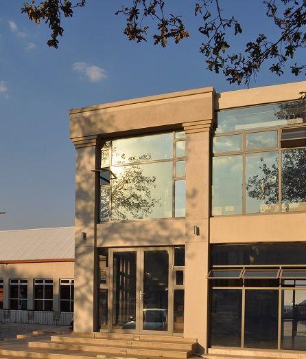 SIDE ENTRANCE (ELA - Eli Levy Architects)