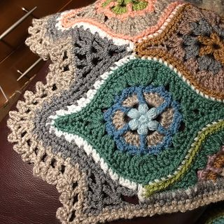 This pattern is for the motif, with instructions for joining, and patterns for partial motifs which may be needed for filler at the edges.