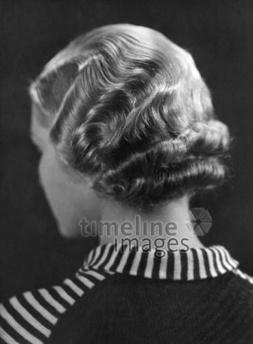 Frisuren ullstein bild - Gregor Harlip/Timeline Images #1934 #30er #1930er #30s #1930s #Haircut #Hairstyle #Haarschnitt #Haare #Hair #Frisur #Frisuren #Mode #Locken #Wasserwelle
