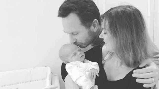 Geri Halliwell mostra su Instagram la prima foto del suo nuovo bebé Non mancano le star che utilizzando Instagram quasi come una sorta di diario pubblico, per mostrare ai propri fan l'altra faccia della medaglia, ovvero come sia la loro vita lontana dai palcoscenici, #instagram #gerihalliwell #montague #vip