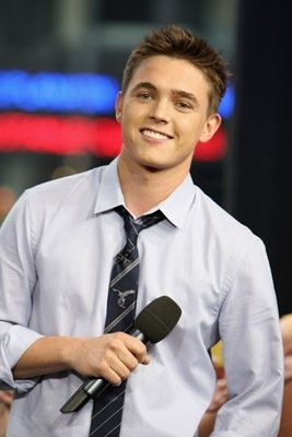 Jesse McCartney. He is one of two of my favorite male singers!!!