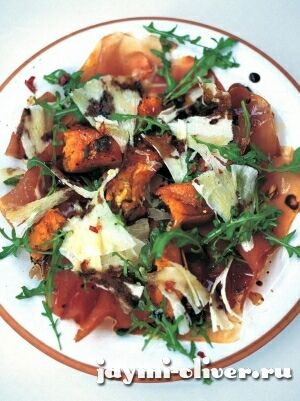 Теплый салат из тыквы, прошутто и пекорино