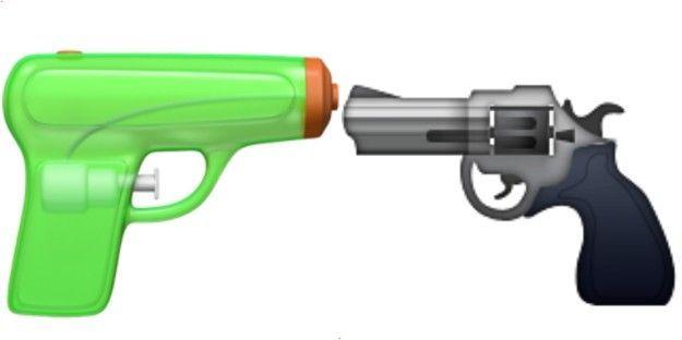 Los que actualicen su iPhone o su iPod a la última versión del sistema operativo iOS, la número 10, se van a llevar una sorpresa cuando accedan al teclado emoji: además de la paella o la bandera del arco iris, verán como la pistola habrá desaparecido y es sustituida por una de agua.
