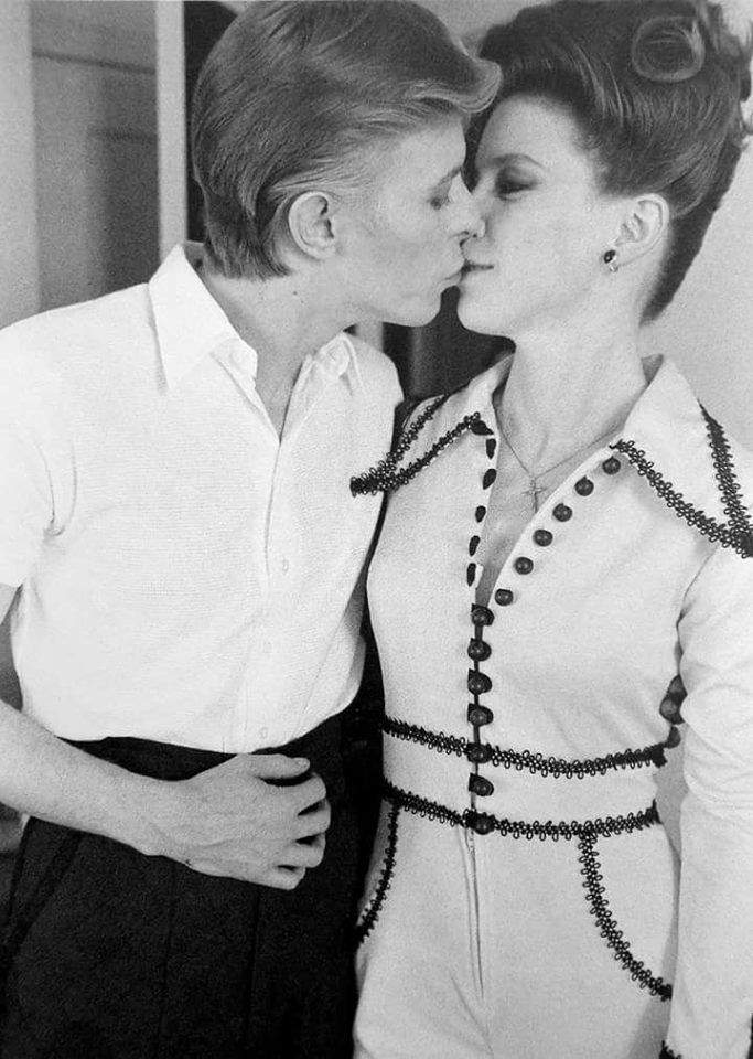 David Bowie e Candy Clark, in TMWFTE