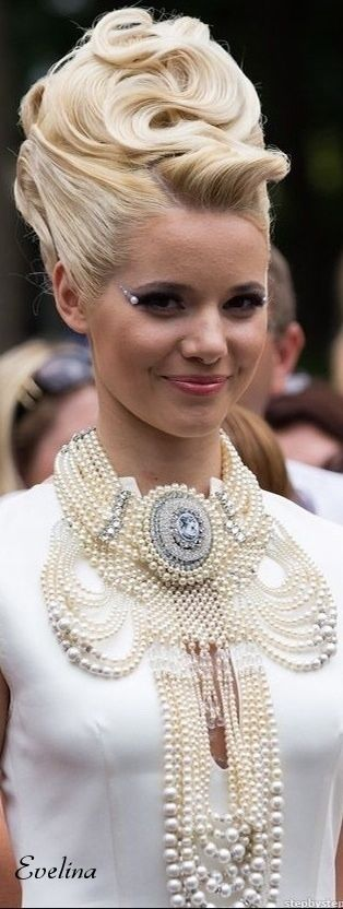 # GIRLS IN PEARLS | THE HOUSE OF BECCARIA