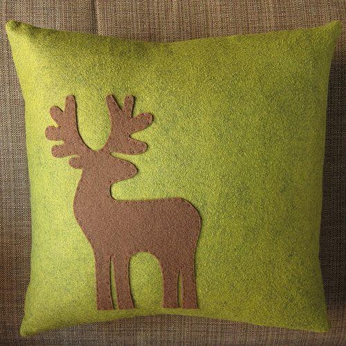 Reindeer Appliquéd Pillow Tutorial http://www.justcraftyenough.com/2011/11/project-reindeer-appliqued-pillow/