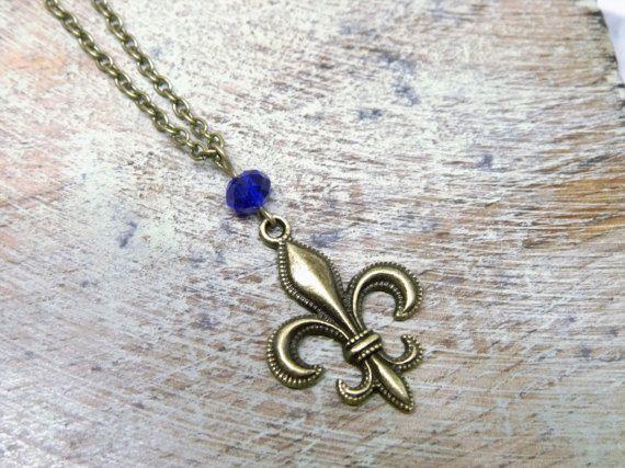 französische Lilie Kette bronze blaue Glasperle von Mystiikka