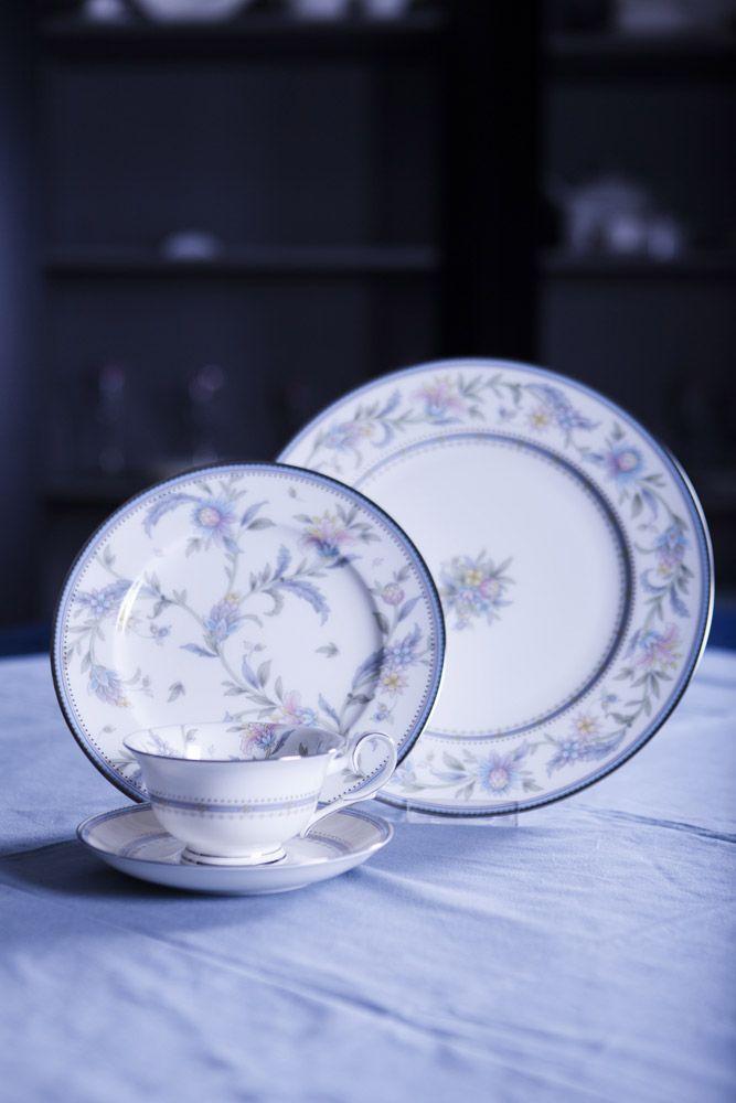 Сервиз чайный, 6 перс, 17 пр, Цветущий сад Посуда из костяного фарфора. Комплектация: чашка чайная - 6, блюдце чайное - 6,  сахарница с крышкой (1+1), молочник, чайник с крышкой (1+1).