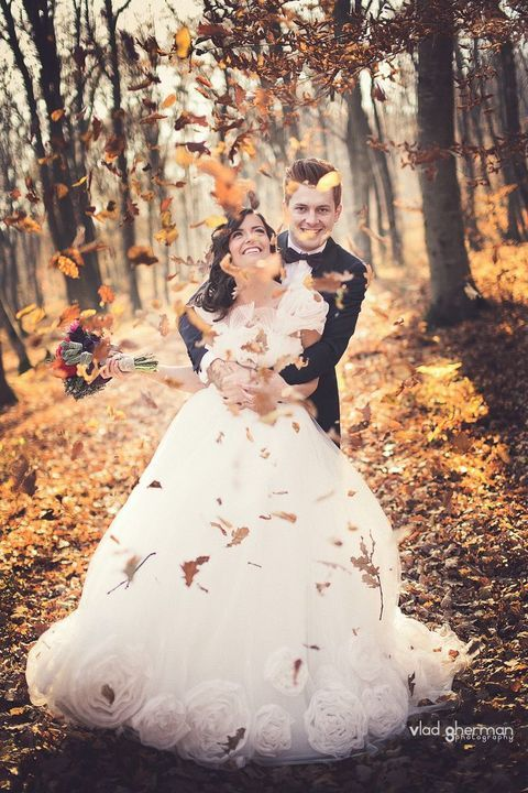 38 How To Incorporate Fall Leaves Into Your Wedding | HappyWedd.com