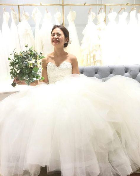 フェミニンなENZOANI(エンゾアニ)の1着 胸元のお花のレースに合わせてヘッドはお花のアクセサリーで新婦様の柔らかさを表現 素敵な新婦様の笑顔をより引き立てる1着です 提携外の結婚式場へのお貸し出しも可能です 結婚式場が決定していない方も着たいドレスから会場を選ぶ相談も承っています DRESS:03-8973 HEAD ACCESSORY:05-8479 EARRINGS:07-3942 dresses@dressthelife.jp 0120-791-249 その他のコーディネートはTOPのURLよりご覧ください #primevere#プリムベール#エンゾアニ#結婚式#プレ花嫁#ドレス迷子#熊本#福岡#東京#日本中のプレ花嫁さんと繋がりたい#卒花嫁 #卒花 #披露宴 #関西花嫁 #福岡花嫁 #大阪花嫁 #関東花嫁 #横浜花嫁 #熊本花嫁 #福岡プレ花嫁 #2017秋婚 #2017冬婚 #2018春婚 #2018夏婚 #可愛い#フェミニン#Aライン#レース#ウェディングドレス