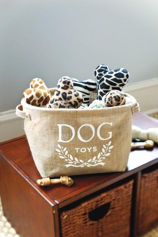 manualidades creativas para perros - cesta de yute para guardar los juguetes de tu perro