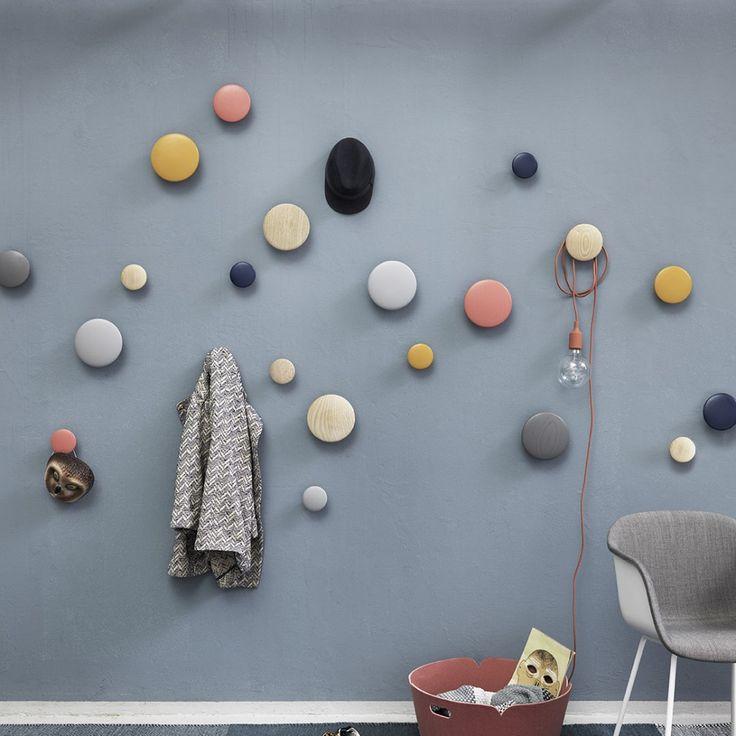 Ideal Ist das Kunst oder darf man diese Wandhaken benutzen Beides Die Dots haben mit ihrer nordischpuren sthetik schon zahlreiche Designpreise gewonnen
