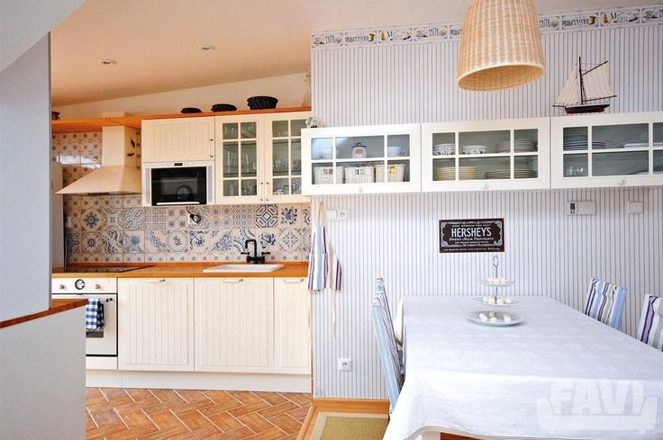 Provence kuchyně inspirace - Podkrovní byt | Favi.cz