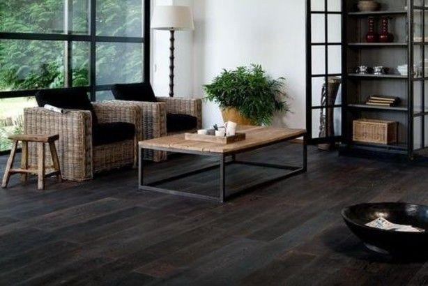 Zwarte Vloer Woonkamer : Interieur met donkere vloer