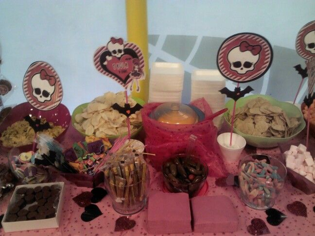 Mesa de dulces y botana