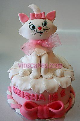 Marie Cat Birthday Cake - I would love this for my birthday cake and I'm and old woman! lol