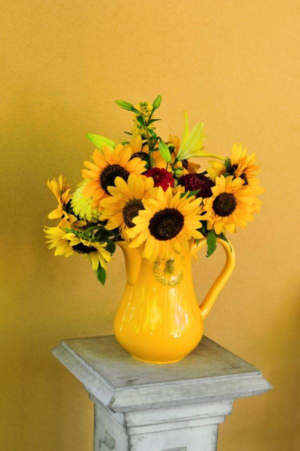 ~ Sunflower arrangement ~Bridalbliss Com, Sunflowers Centerpieces, Floral Design, Bridal Bliss, Wedding Planning, Sunny Sunflowers, Vineyard Wedding, Deylahussphotography Com, Punchportland Com