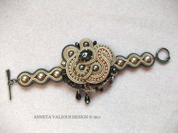 Bracelet Inconnue 1 by Anneta Valious