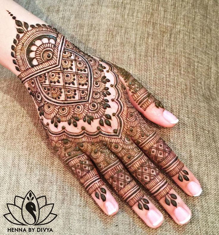 """Come out to """"Keep Calm and Henna On"""" at SLC- University of Waterloo! I will be doing henna for UW Because I am a Girl's fundraiser!"""