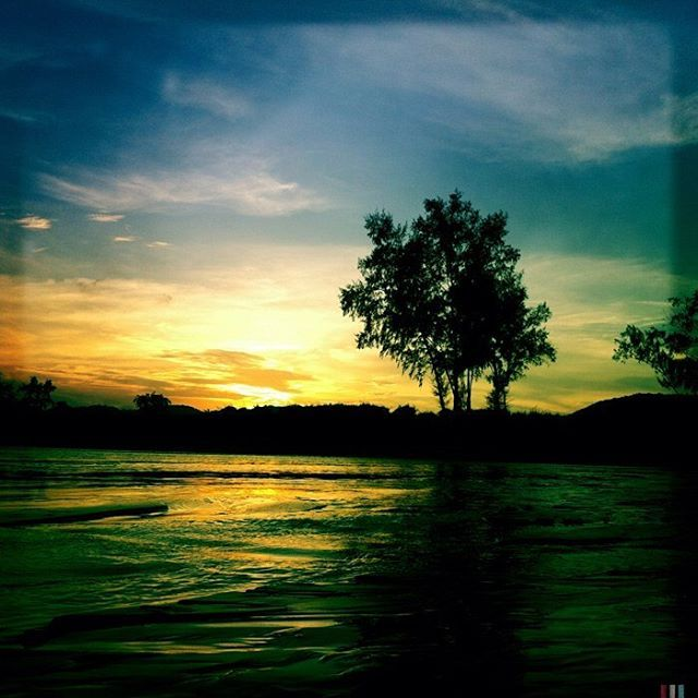 #amazing #sunset ☀️ at Khao Tao #beach near #huahin in #thailand . #hipstamatic #amazingthailand #ilovethailand #travelphotography #travelblogger #instatravel #instatraveling #travel #sea #tree #worldtour2016 #worldtour  taken by @just_alvaro