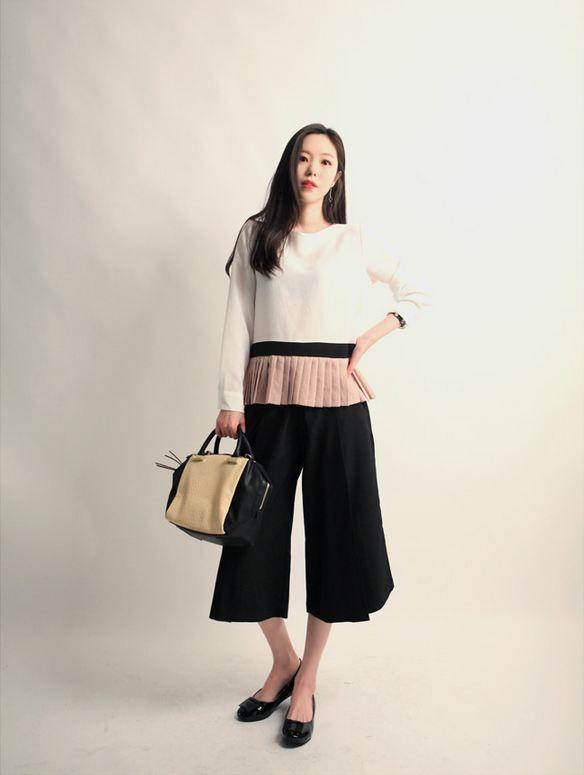 Korea feminine clothing Store [SOIR] Kyurot Skirt Wide Pants / Size : Free/ Price : 42.83USD #korea #fashion #style #fashionshop #soir #feminine #special #lovely #luxury #black #gray #classic #unique #officelook #pants