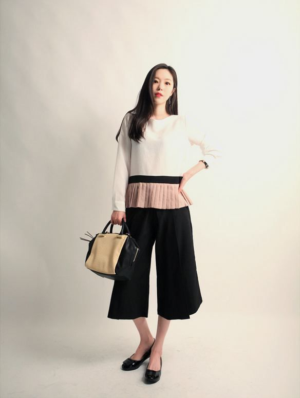 Korea feminine clothing Store [SOIR] Kyurot Skirt Wide Pants / Size : Free/ Price : 42.83USD #korea #fashion #style #fashionshop #soir #feminine #special #lovely #luxury #black #gray #classic #unique #officelook #pants