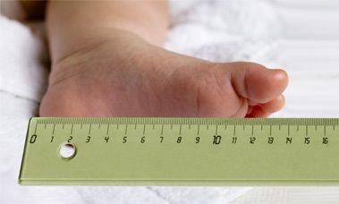 """Ecco 3 consigli per scegliere le scarpine giuste per il vostro bimbo! 1. Scegliere il numero esatto del piede del bimbo. L'errore più comune che si commette è infatti quello di comprare le calzature """"in crescere"""". 2. In caso di piedini particolari, piatti o con altri problemi, acquistate delle """"solette intelligenti"""" che permetteranno al bimbo si appoggiare il piede su una superficie comoda e flessibile. 3. Scegliete #calzature di qualità per il confort del piede...scegliete cioè EB SHOES!"""