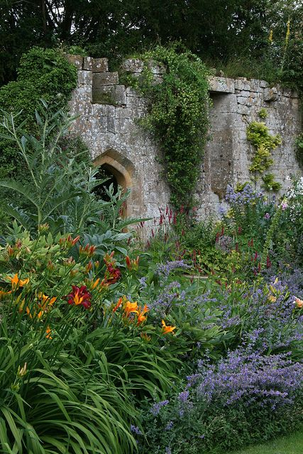 SUDELEY CASTLE GARDENS-How much does one show of the castle versus the garden? What is more important in setting the mood of the act?