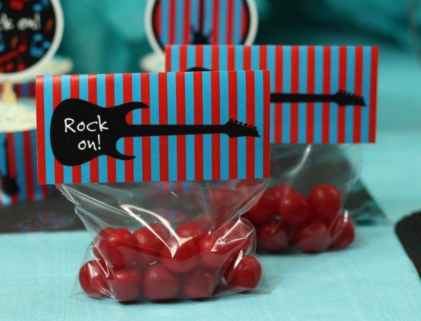balas de goma com etiqueta do tema rock
