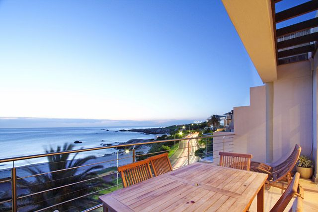 SEASONS B. Holiday Rental  in Camps Bay for 4 People at R2,900 / Night