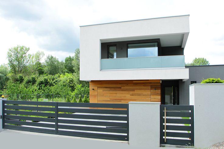 Prezentujemy #ogrodzenie #FENZ w systemie Regular, które idealnie komponuje się z nowoczesnym budownictwem.  #dom #budowa #ogrodzenie #brama