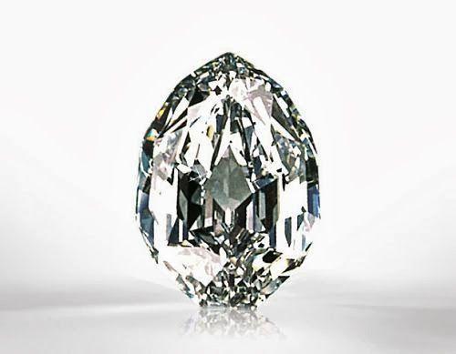 Великолепный овальный бриллиант – рекордсмен Sotheby's   Золотая жизнь