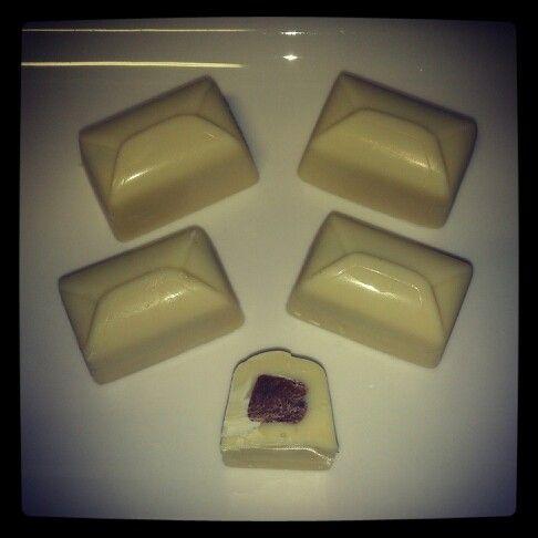 Witte chocoladebonbons met marsvulling
