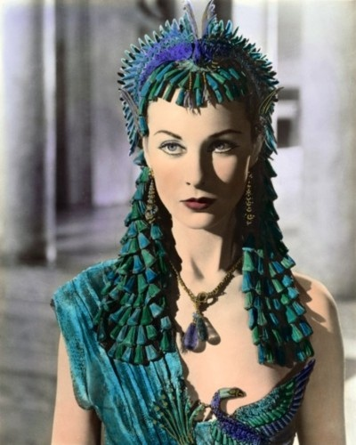 Vivien Leigh as Cleopatra with a Lapis headpiece!