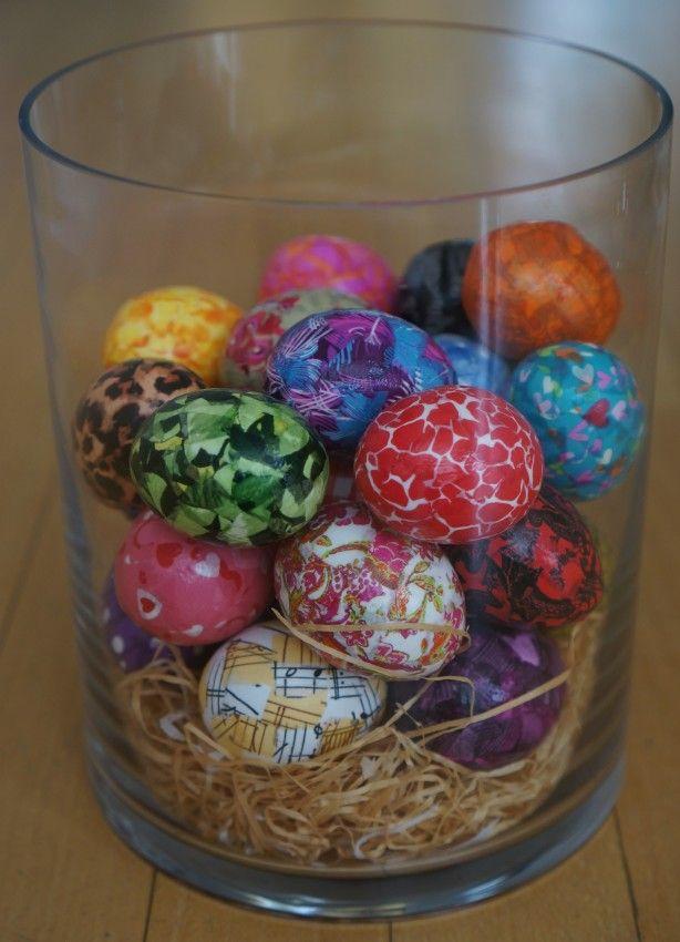 Leuk voor Pasen; Paaseieren in een grote vaas. Ik heb witte eieren uitgeblazen en daarna stukjes gekleurd decopatch papier vast gelijmd met decopatch lijm.