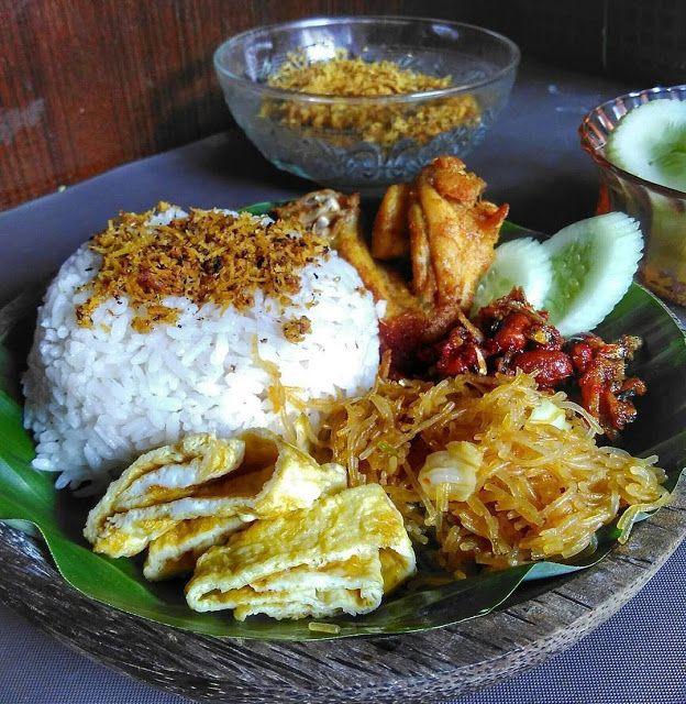 Nasi Lemak Medan Atau Nasi Uduk - Nasi Lemak medan atau bisa disebut juga nasi uduk. untuk pelengkap nya sesuai selera aja ya