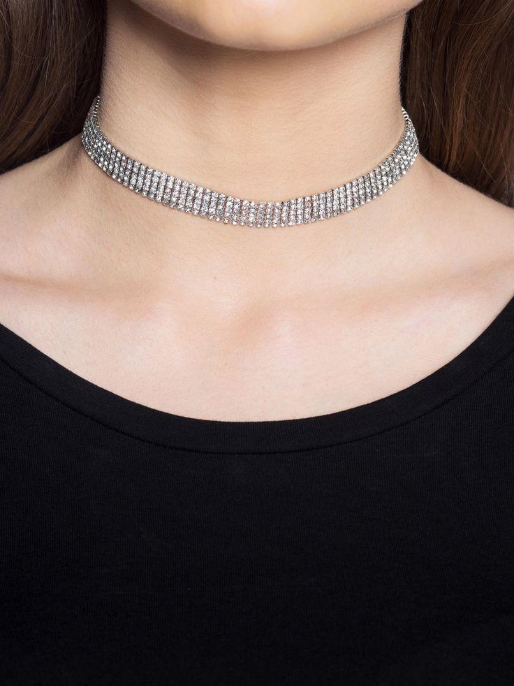 Choker på Glitter.se. Vi har ett brett sortiment av chokers och halsband. Shoppa Choker från Crystal-kollektionen idag!