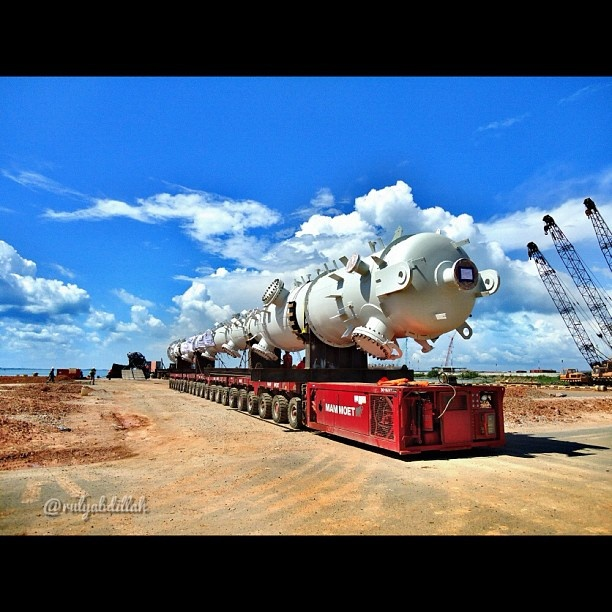 Long Vehicle at #port for #loading #marine #cargo #surveyor #batam #instaquay #maritime #sky #blue #ocean #clouds #instabatam #followme @rulyabdillah #ig_nesia #b_ig #iger #igdaily #instadaily #instagood #instamood #instanusantara#iphonesia #statigram #webstagram #instagramhub - @rulyabdillah- #webstagram