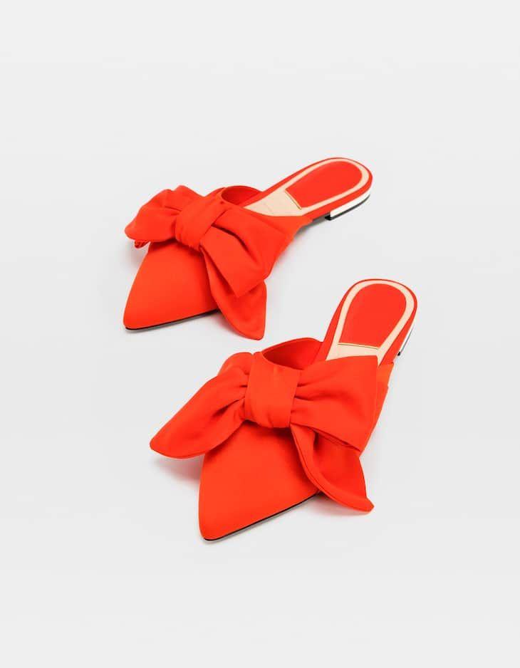 W Stradivarius Znajdziesz 1 Buty Bez Piety Z Kokarda Za Jedyne 99 9 Pln Odwiedz Nas I Odkryj Te Oraz Inne O Bow Shoes Flats Cinderella Shoes Mules Shoes Flat
